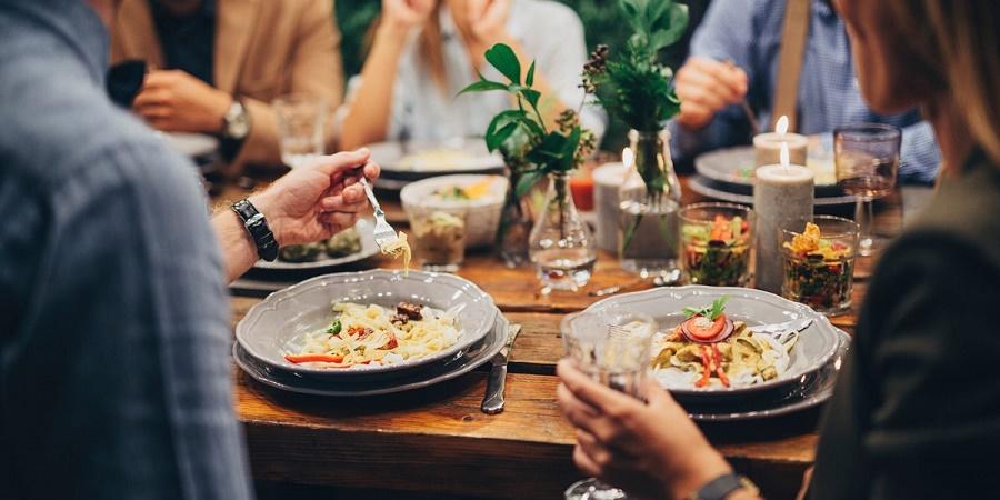 آداب و نکات غذا خوردن در رستوران